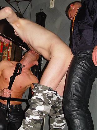 sklave gefesselt gay sextreff